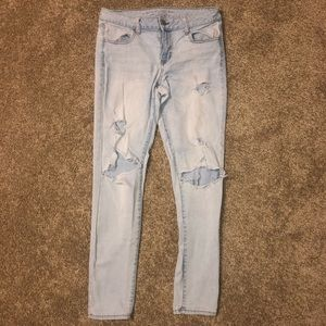 Women's siZe 10 ripped American eagle jeans